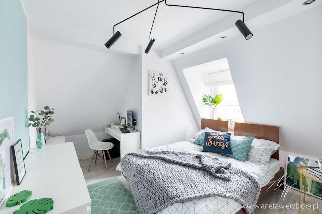 Biało-miętowa, przytulna sypialnia - Aneta Wierzbicka