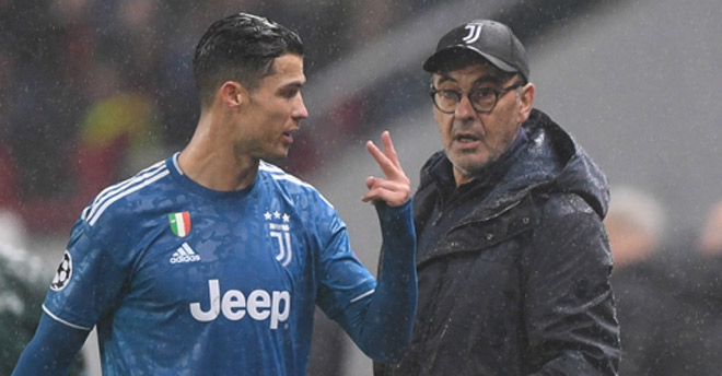 HLV Sarri dễ bị Juventus sa thải, tiết lộ bất ngờ về Ronaldo trước giờ đá C1 2