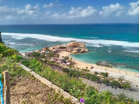 Wisata Pantai Melasti Bali : Harga Tiket, Fasilitas Umum, Jam Buka, Lokasi, Review