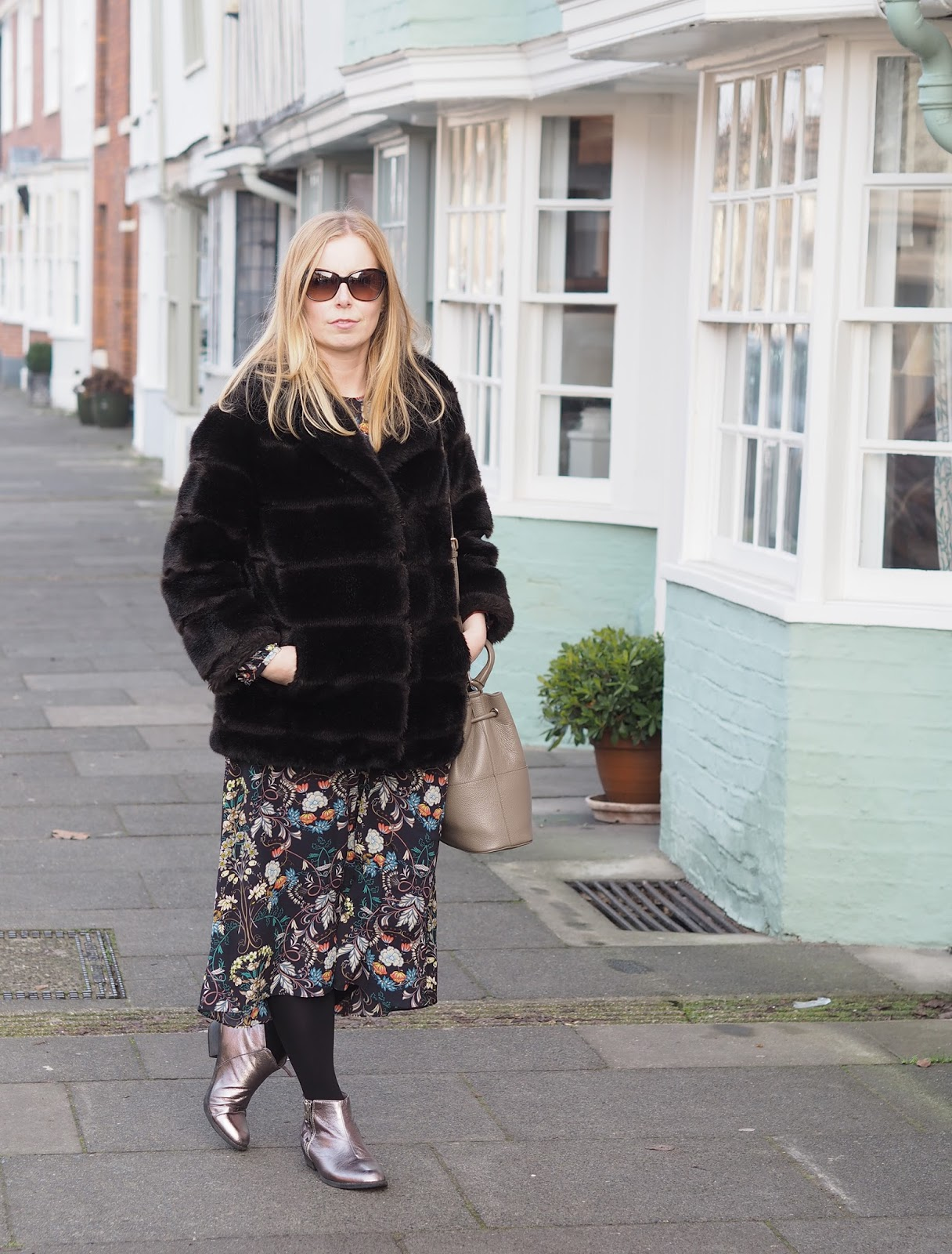 Outfit - vintage faux fur coat and tips for buying vintage clothing