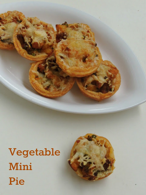 Vegetarian Mini Pie with cheese