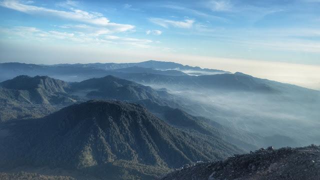 Pemandangan dari Puncak Mahameru 3676 mdpl