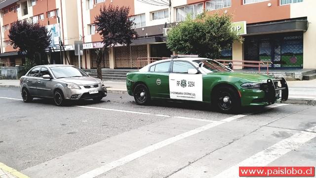 Osorno : Colisión entre automóvil y radio patrulla de Carabineros