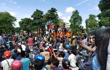Tuntutan Warga Madura yang Demo di Balai Kota Surabaya