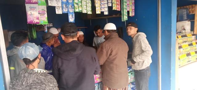 Warga Cipanas Sweeping Toko Penjual Obat Terlarang, Ratusan Bungkus BB Ditemukan