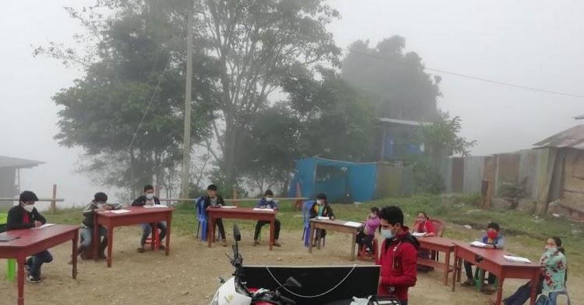 NEYBER TERRONES DÍAZ: El sanmarquino que viaja en moto más dos horas para enseñar a niños de su comunidad en Amazonas