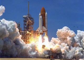 كيف تعمل المركبة المدارية لوكالة ناسا فديو ثلاثي الابعاد لشرح كيف تنطلق كصاروخ وتهبط كطائرة؟