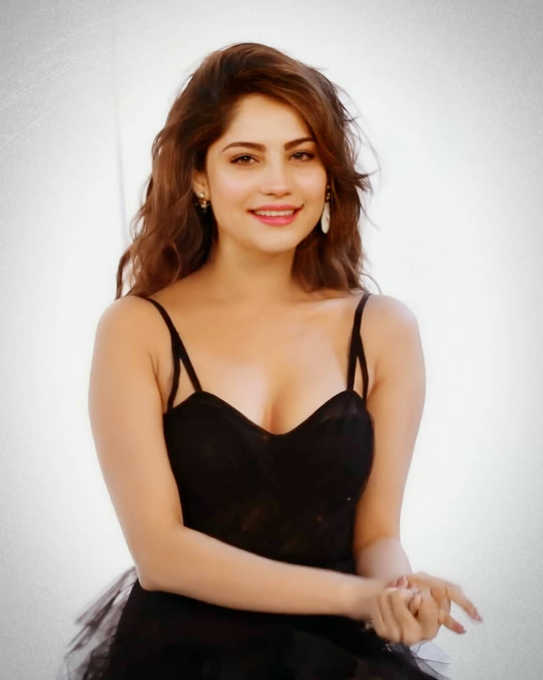 Neelam Muneer Sexy Photos