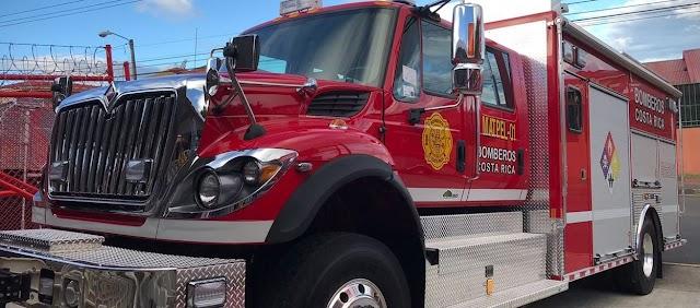 Impiden paso a bomberos cuando iban a controlar incendio