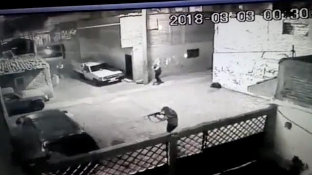 VÍDEO; COMANDO ARMADO RAFAGUEA VECINDARIO EN LEÓN.