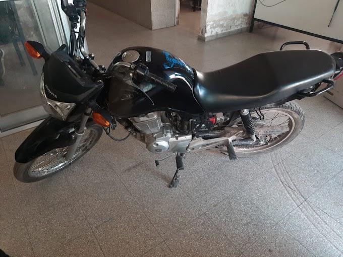 Persecución, detención por balacera en VGG, secuestro de un arma y una moto robada el mes pasado en la ciudad