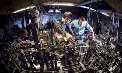 La simulació quàntica mostra el límit de la mobilitat en un paisatge desordenat de baixa dimensió