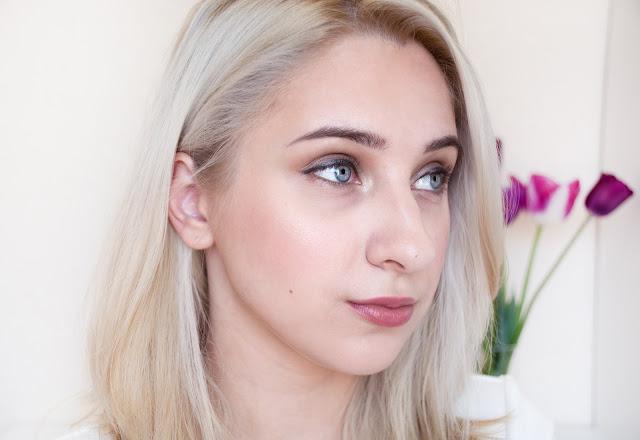 the balm mary-lou manizer highlighter makeup
