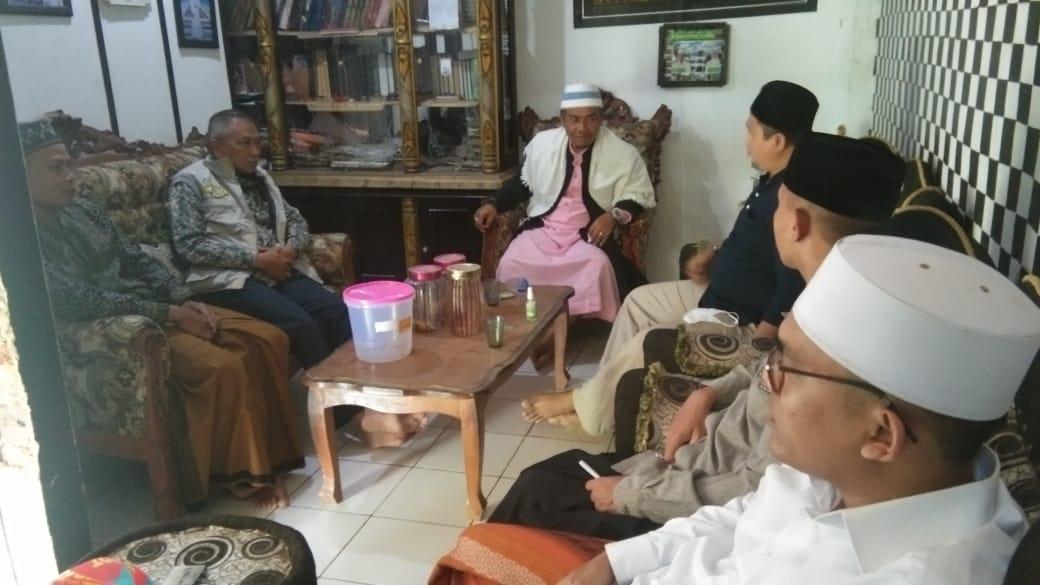Jumat Berkah, Camat Cicantayan Silahturahmi Ke Tokoh Agama Di Kampung Kemang