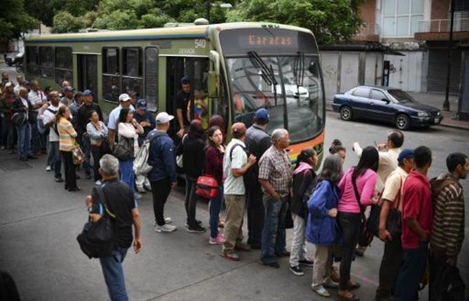 Venezuela reanuda labores, pero sin normalidad tras gigantesco apagón