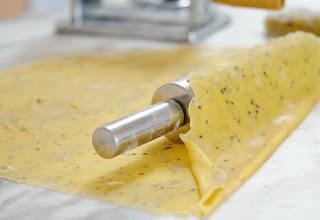 http://eda.parafraz.space/, тесто, тесто для лапши, лапша домашняя, приготовление лапши, рецепты,