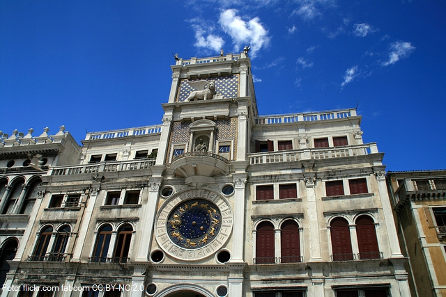 Věž Torre dell´Orologio na benátském náměstí Svatého Marka