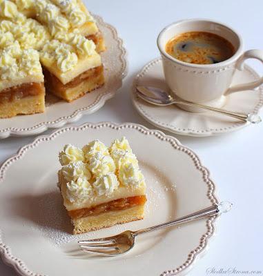 Szarlotka z Budyniem i Bitą Śmietaną - Przepis - Słodka Strona Szarlotka z Budyniem i Bitą Śmietaną to wzbogacona wersja tradycyjnego, klasycznego ciasta. Budyń idealnie komponuje się z jabłkami, a bita śmietana nadaje szarlotce lekkości. Ciasto rozpływa się w ustach, jest przepyszne w smaku, a przy tym nie jest skomplikowane w przygotowaniu a wygląda bardzo atrakcyjnie ;)   Szarlotka z Budyniową Pianką - Przepis - Słodka Strona  Szarlotka - uwielbiane i niezwykle popularne w Polsce ciasto z jabłkami, co ciekawe pochodzące z Francji. Poniższy przepis na Szarlotkę, to tradycyjna, klasyczna receptura na aksamitne mocno jabłkowe nadzienie z domieszką aromatycznego cynamonu i delikatnym, rozpływającym się w ustach ciastem.  przepis, jak zrobic szarlotke, szarlotka, szarlotka przepis, apple pie, ciasto z jablkami, ciasto z jablkami przepis, placek z jablkami, placek z jablkami przepis, prosty placek z jakblkami, proste ciasto z jablkami, jablecznik, jablecznik przepis, jak zrobic szarlotke, najlepszy przepis na szarlotke, najlepsza szarlotka, tradycyjna szarlotka, tradycyjna szarlotka przepis, klasyczna szarlotka, klasyczna szarlotka przepis, klasyczna szarlotka, przepis na szarlotke, tradycyjna szarlotka, najlepszy przepis na szarlotke, tradycyjna szarlotka przepis, klasyczna szarlotka przepis, jak zrobic szarltke, placek szarlorka, placek z jablkami przepis, jak zrobic placek z jablkami,  Pleśniak - Przepis - Słodka Strona, przepis na pleśniak, pleśniak przepis, ciasto pleśniak przepis, ciasto pleśniak, pleśniak z owocami, plesniak z malinami, plesniak z jagodami, plesniak z truskawkami, pleśniak z malinami, pleśniak z jagodami, pleśniak z truskawkami, plesniak z malinami przepis, plesniak z jagodami przepis, plesniak z truskawkami przepis, ciasto z owocami, owocowe ciasto, ciasto z budyniowa pianka, budyniowa pianka, kruche ciasto z budyniowa pianka i owocami, plesniak z owocami przepis, szarlotka z pianką  tradycyjna szarlotka z pianką  szarlotka z pianką i kruszonką