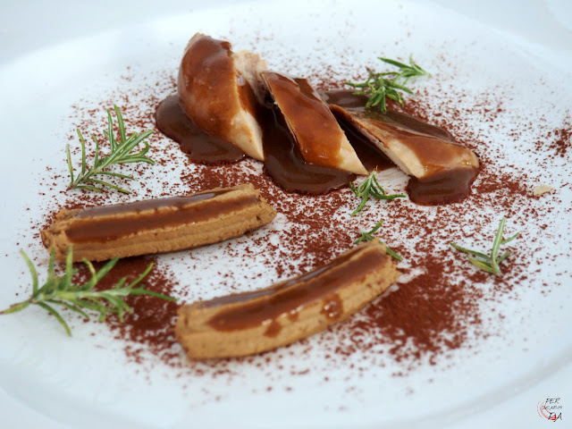 Perdiz estofada con verduras acompañada de paté y salsa de chocolate. Versión libre de una receta de Eneko Atxa (restaurante Azurmendi)