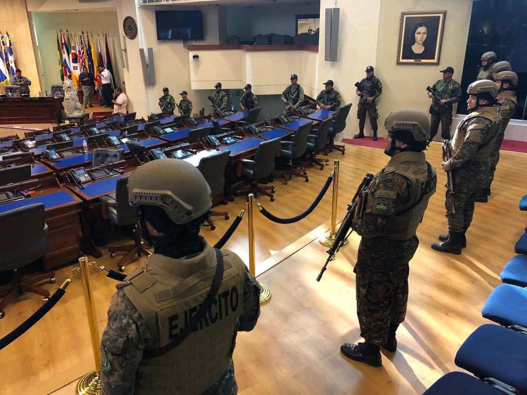 El ejército toma control del Salón Azul de la Asamblea Legislativa en El Salvador