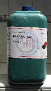 PINO DESINFECTANTE GERMICIDA CONCENTRADO, formulado para la desinfección completa de pisos, baños, mayólicas y pisos tratados