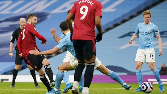 Luke Shaw scores for Manchester United against Manchester city