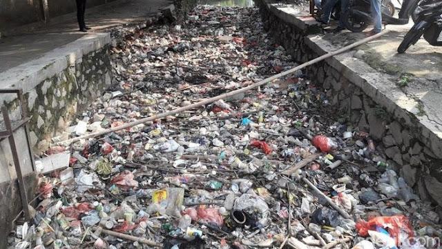 Sungai Dipenuhi Sampah