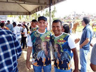 Acompanhado por amigos Dr. Teotônio prestigiou café da manhã dos vaqueiros que participaram da cavalgada em memória de Bastião de Jotinha.