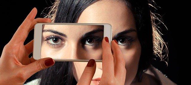 Cara Menjaga Kesehatan Mata dari Dampak Penggunaan Smartphone/Gadget, penting lakukan beberapa tips ini
