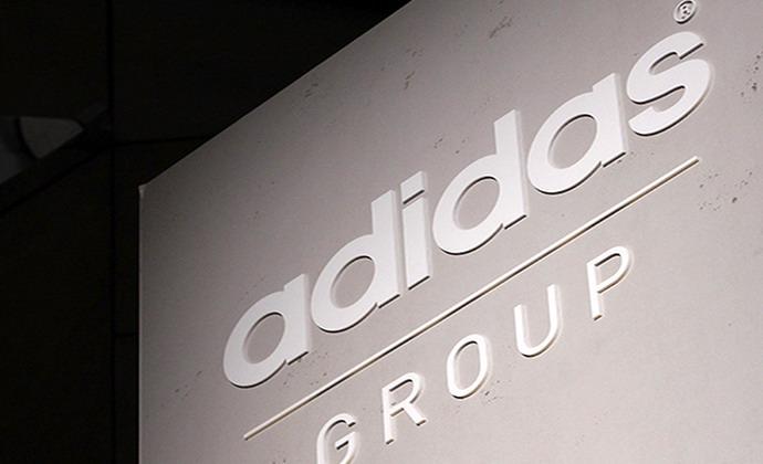 935cf633a2b Την εθελοντική ανάκληση των παιδικών μαγιό Infinitex 3-Stripe ανακοίνωσε η  εταιρεία αθλητικών ειδών adidas.