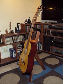 Atril para guitarras DIY de madera