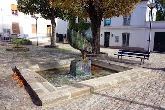 Art : La Fontaine Coq, une oeuvre de Joan Gardy-Artigas - Place de la Heunière - Vitry-sur-Seine