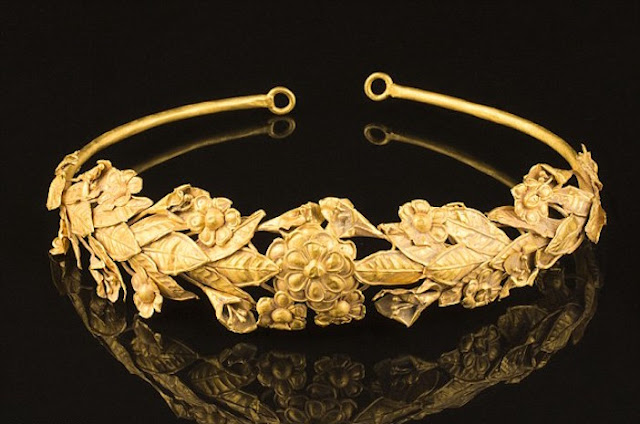 British pensioner 'finds' 2,300 year old ancient Greek gold crown in box under his bed