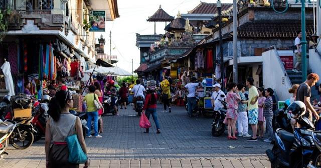 Tempat Wisata Belanja di Bali yaitu Pasar Seni Ubud
