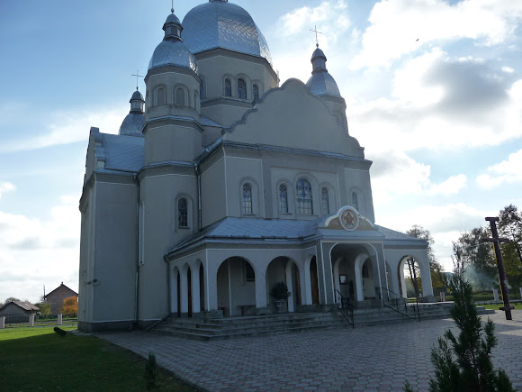 Нежухов. Церковь Покрова Пресвятой Богородицы 2012 г. УПЦ КП