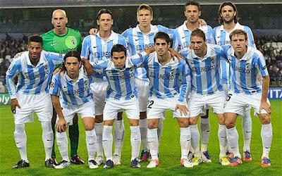 """Sejarah Villarreal Club     Villarreal Club de Futbol, SAD, biasanya disingkat dengan Villarreal CF atau hanya Villarreal, adalah klub sepak bola Primera Spanyol Divisin yang berbasis di Vila-real, sebuah kota di provinsi Castelln di dalam komunitas valenci. Didirikan pada tahun 1923, tim ini bermarkas di stadion El Madrigal dengan kapasitas 24.890 kursi.  Klub berjuluk El Submarino Amarillo (Yellow Submarine) karena markas mereka yang berwarna kuning., dan karena menjadi tim low-profile dibandingkan ke Real Madrid, Barcelona dan Valencia yang mereka telah menantang untuk piala selama dekade terakhir. Villareal CF didirikan pada 10 Maret 1923 """"untuk mempromosikan semua olahraga terutama sepak bola"""". Pada 21 Oktober tahun itu Villareal memainkan pertandingan pertama mereka melawan Castellon. Villareal mulai dengan jersey kemeja putih dan celana pendek hitam, tercermin dalam lencana pertama mereka. Villarreal memasuki kompetisi regional dalam piramida sepak bola Spanyol 1929-30 dan seterusnya. Pada tahun 1942 klub berganti nama menjadi CAF Villarreal, dengan lencana baru dengan kaos baru warna kuning. 'F' berdiri untuk Foghetcaz, sebuah klub atletik dan pendukung tim. Nama berubah lagi ke Villarreal CF pada tahun 1954, dengan lencana mirip dengan yang saat ini. Kemenangan denga skor telak saat bermain di kandang telah"""