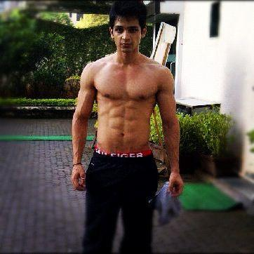 Dare to bare : Hot Indian TV Actors : August 2014