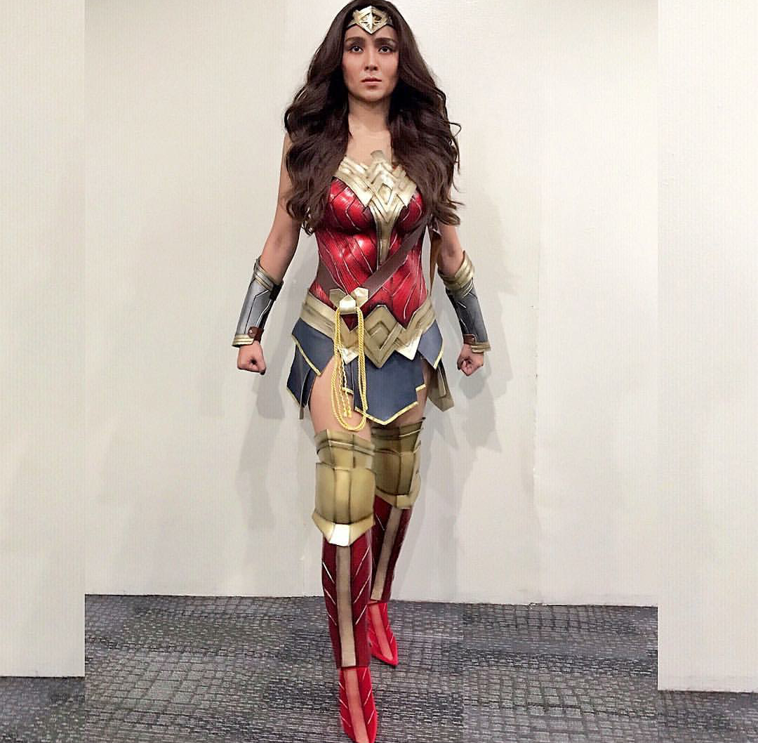 Poglejte Kathryn Bernardo Slays In Wonder Woman noša-5230