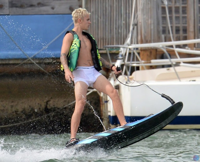 Fotos de Justin Bieber con la ropa interior húmeda causa revuelo entre los fanáticos.