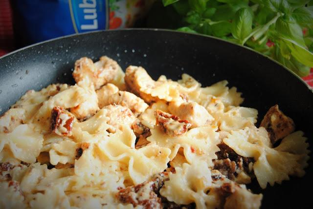 1000 pomysłów jedna lubella makaron z kurczakiem i suszonymi pomidorami babkawformie.blogspot.com