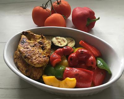 Pierś kurczaka grillowana z warzywami
