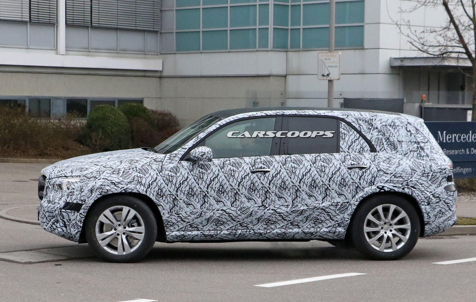 2019 mercedes benz gle sheds more camo and shows off its for Mercedes benz cle