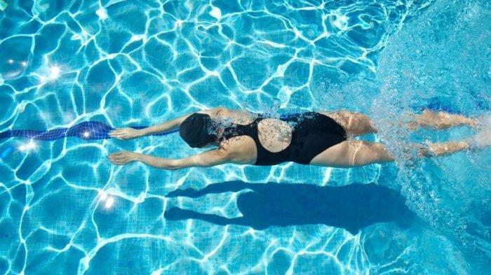 Berenang di Kolam Dengan Pria, Wanita Bisa Hamil?