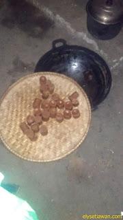 membuat gula kelapa