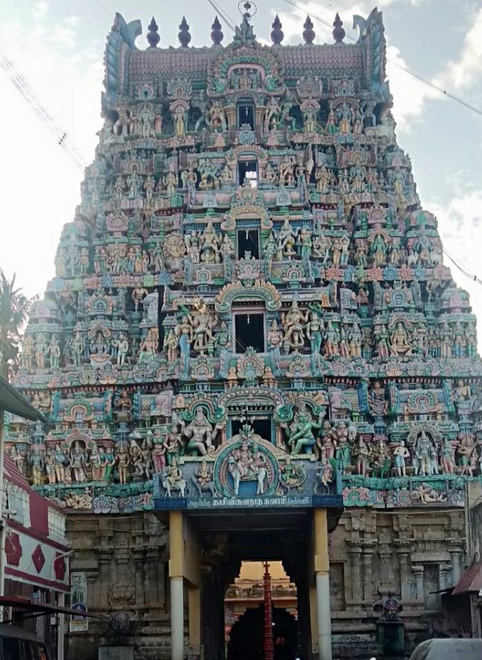 Kasi viswanathar temple in kumbakonam connected with mahamaham by art of chola dynasty