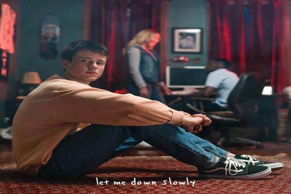 Lirik Lagu Alec Benjamin Let Me Down Slowly dan Terjemahan
