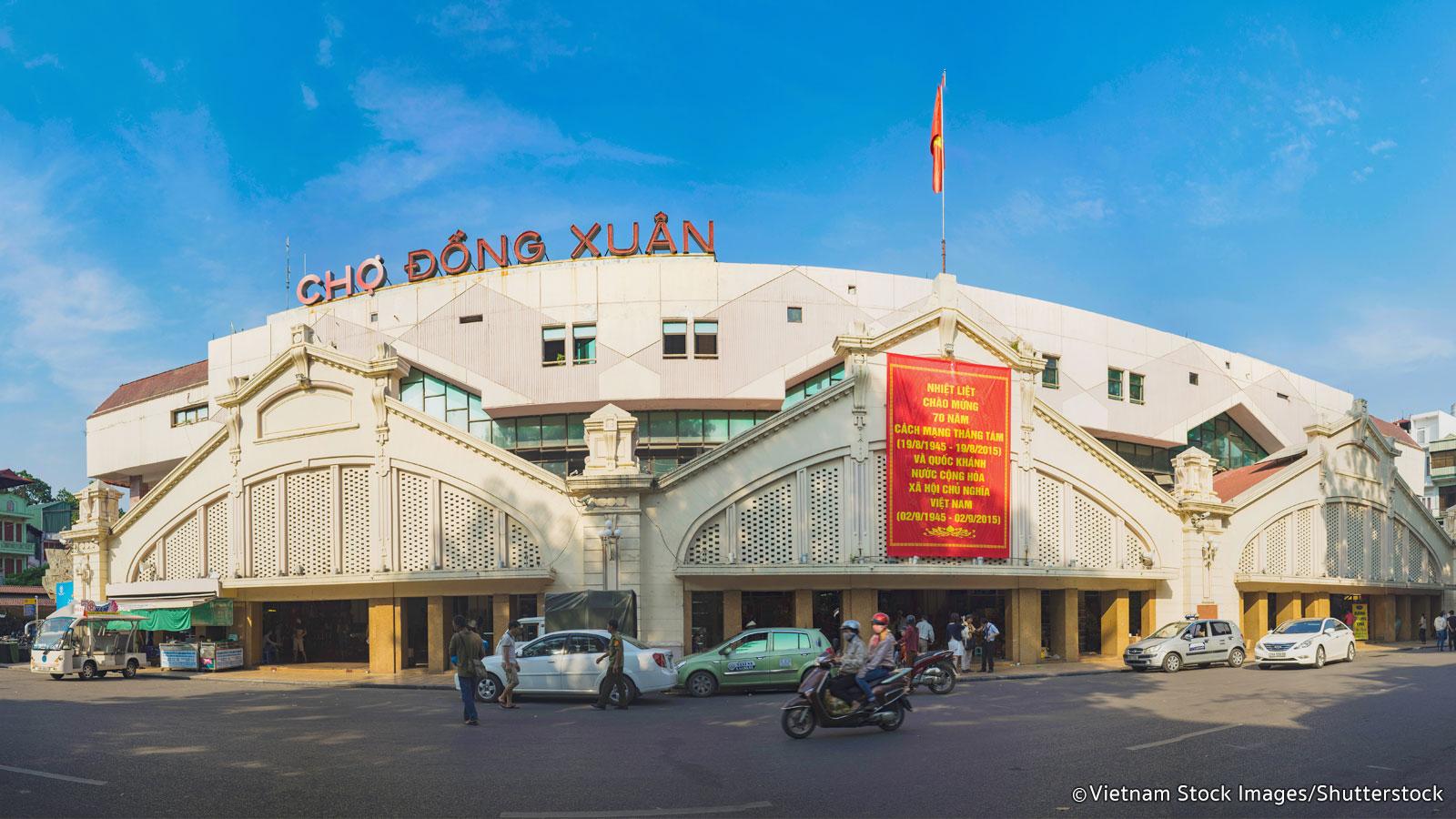 dong xuan market wholesale market hanoi vietnam place to visit