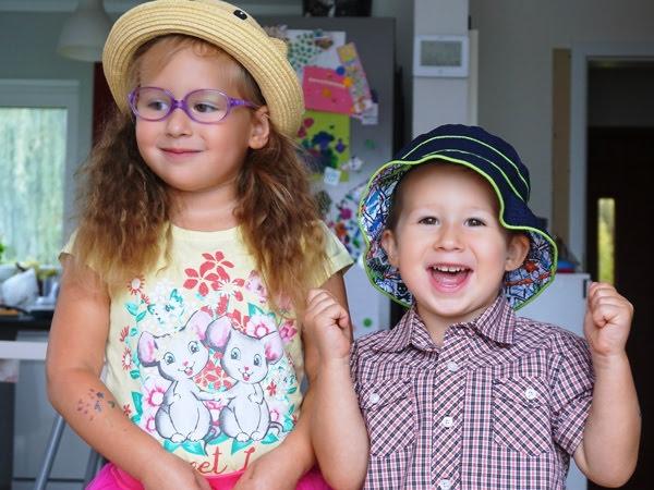 brat i siostra rok po roku, dzieci miewają fochy
