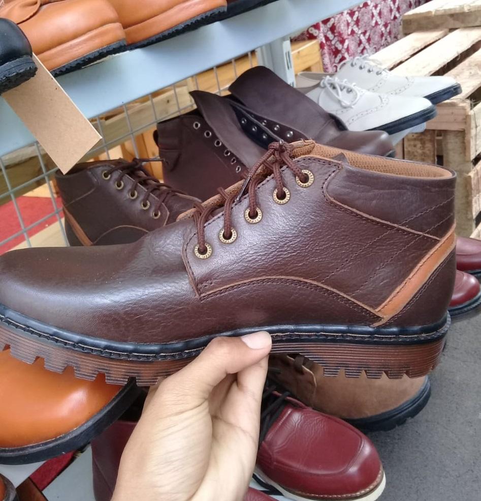 Sepatu kulit keren