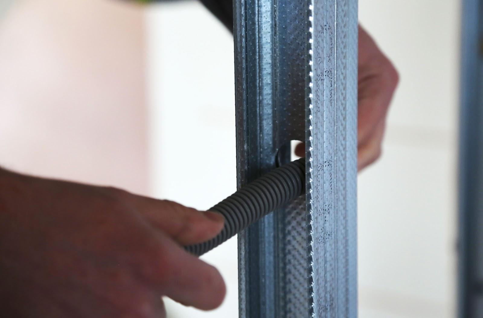 passe cable electrique cable electrique maison with passe cable electrique passage souple pour. Black Bedroom Furniture Sets. Home Design Ideas